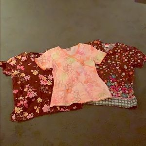 FLORAL SCRUB TOPS  // Lot of 3 ♥️ XS/S